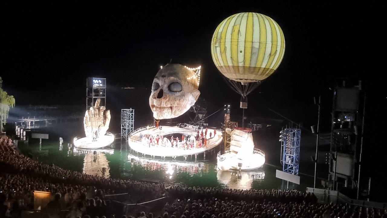 Rigoletto als Gruselshow am See